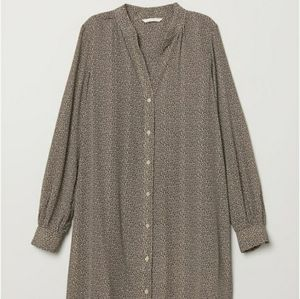 💥3/$30 H & M Beige Patterned Dress Shirt Size 12